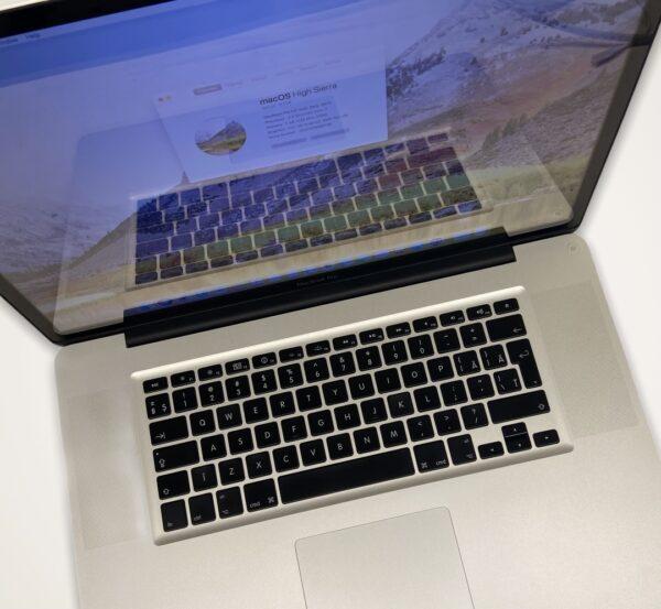 """MacBook Pro 17"""" 2"""